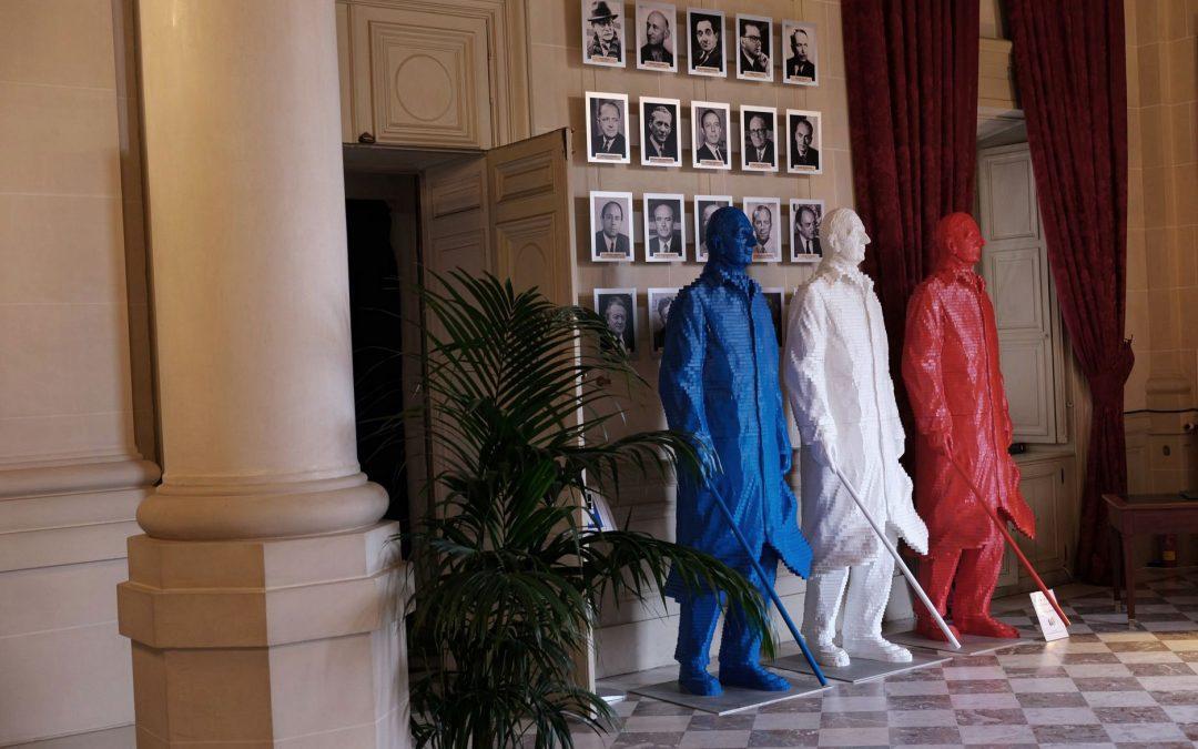 Sculpture monumentale De Gaulle Bleu Blanc Rouge au Quai d'Orsay