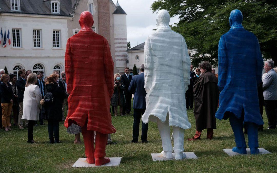 Sculpture monumentale De Gaulle Bleu Blanc Rouge à Saint Cyr-sur-Loire